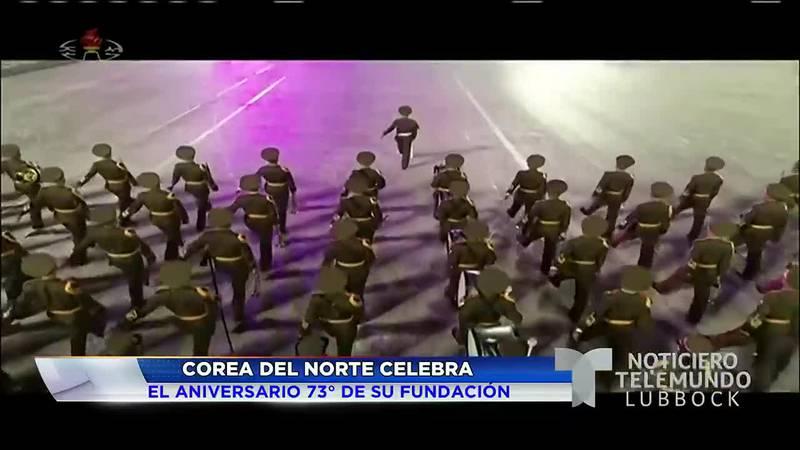 Corea del Norte celebra su aniversario con desfile militar